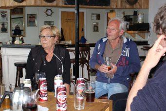 Op Risvær blijkt een Nederlands echtpaar (zij Noors, hij Brabants) de plaatselijke kroeg cq herberg uit te baten. We waren de eerste gasten ooit. Het eiland is nagenoeg onbewoond