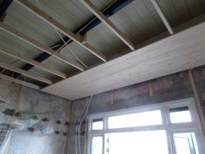 30 Het plafond wordt uitgevlakt