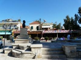 Der neu gestaltete Dorfplatz von Georgioupolis