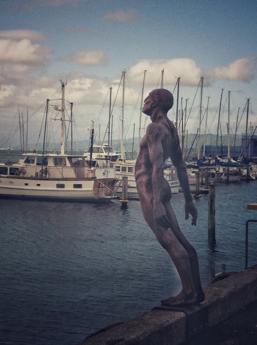 Statue in Wellington New Zealand of a man jumping into the sea