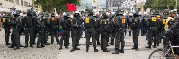 Polizeimassen, Leute