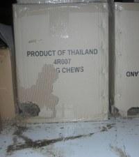 kapot gevreten dozen door muizen en schade hebben aangericht