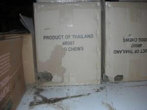 kapot gevreten dozen door muizen.