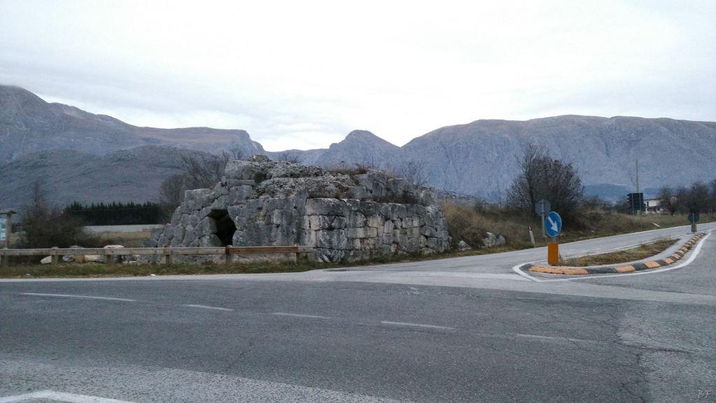 Alba Fucens Mura Poligonali Megalitiche Albe L Aquila Abruzzo Italia 21