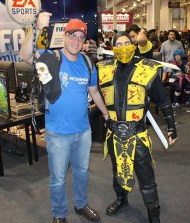 Lucas Barbosa e cosplayer de Scorpion de Mortal Kombat