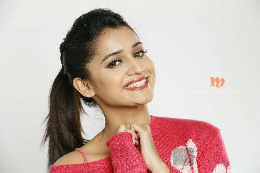 Marathi Girl Hd Wallpaper Hruta Durgule Marathi Actress Biography Photos Images Pics