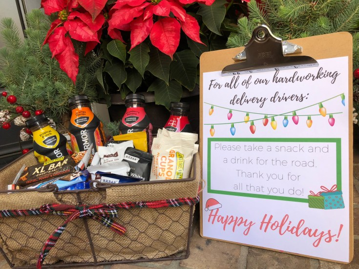 Looking for a way to say thank you to the delivery drivers who drop packages at your house this holiday season? We've got a really cute free printable with some ideas on how to show appreciation for those delivery drivers and others who make life a little easier for you.