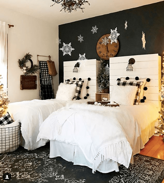 Who else is obsessing over everything buffalo check! We're sharing our favorite black and white plaid looks for Christmas!
