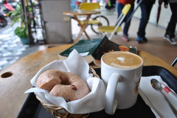 Sweet little Mud Cafe in Hualien served up my favourite lattes, and 'Mouse' bagels, which could be enjoyed right on their sidewalk patio, prime for taking in the action of downtown Hualien.
