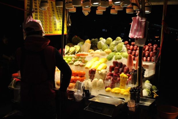 Fruit stands - selling sliced or unsliced fruit, commonly in addition to smoothies. More expensive in the night markets than on the street. Delightfully lit at night.