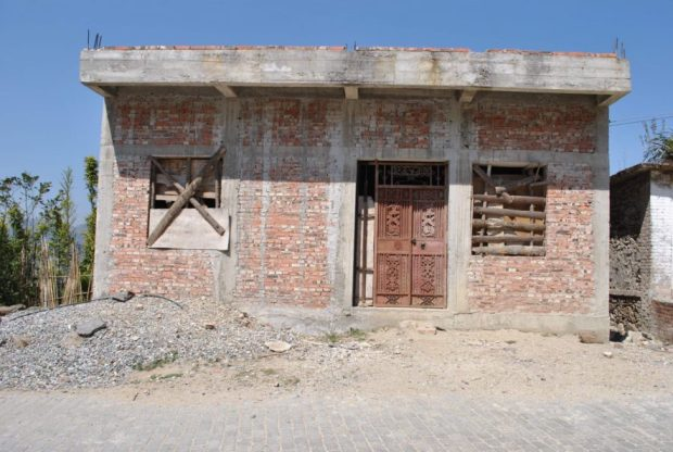 Many of the buildings in the area I visited are built of bricks, or stones.