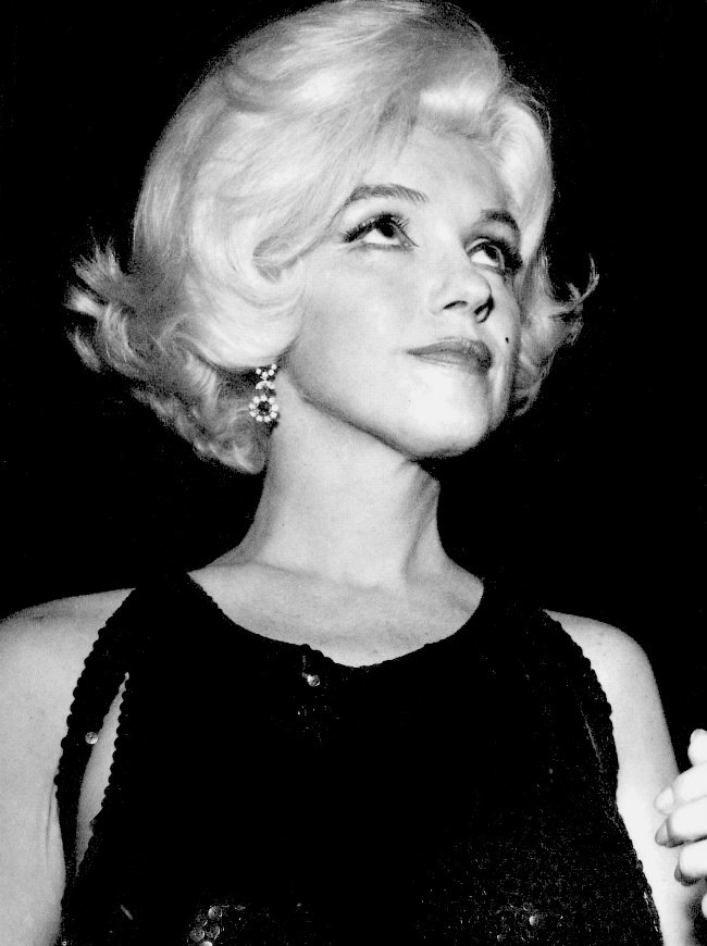 Marilyn attends The Golden Globe Awards in March 1962.
