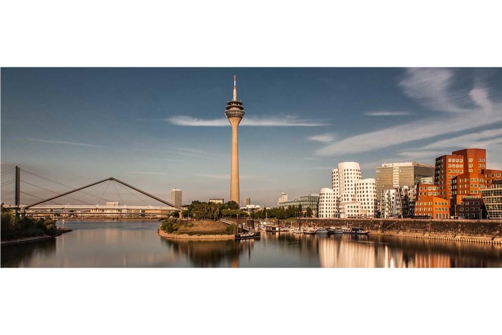 Dsseldorf Fotografie  Modernes Skyline Bild vom Rhein