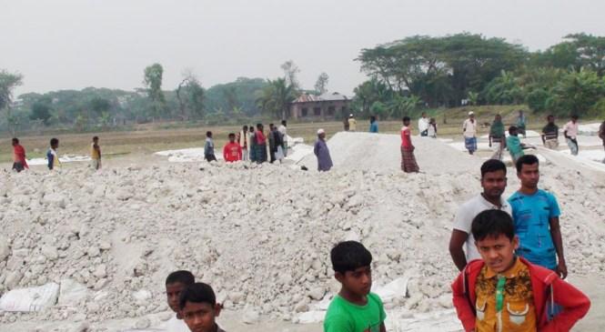 কমলনগরে মেয়াদোত্তীর্ণ বিপুল সার মজুদ, নদীপথে পাচারের চেষ্টা
