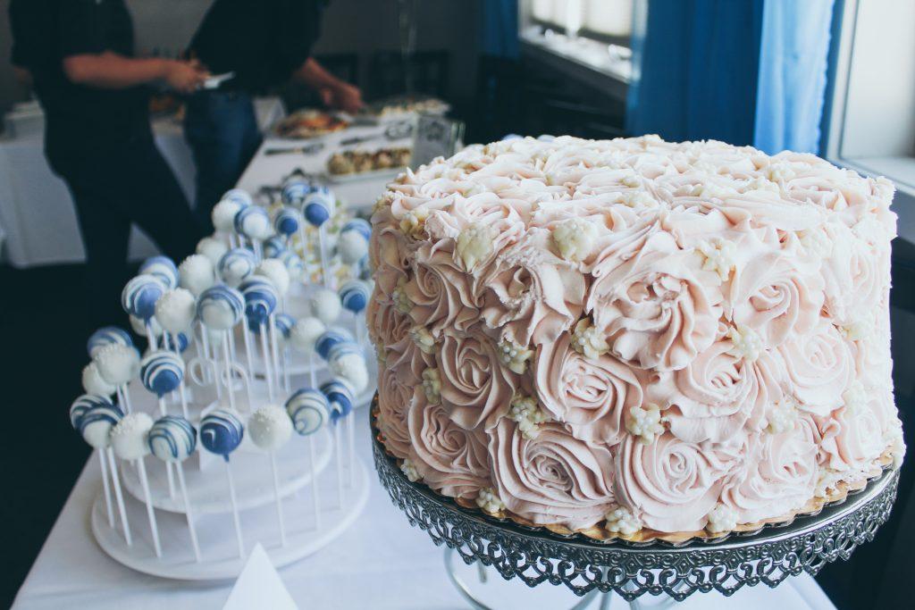 cake and cake pops