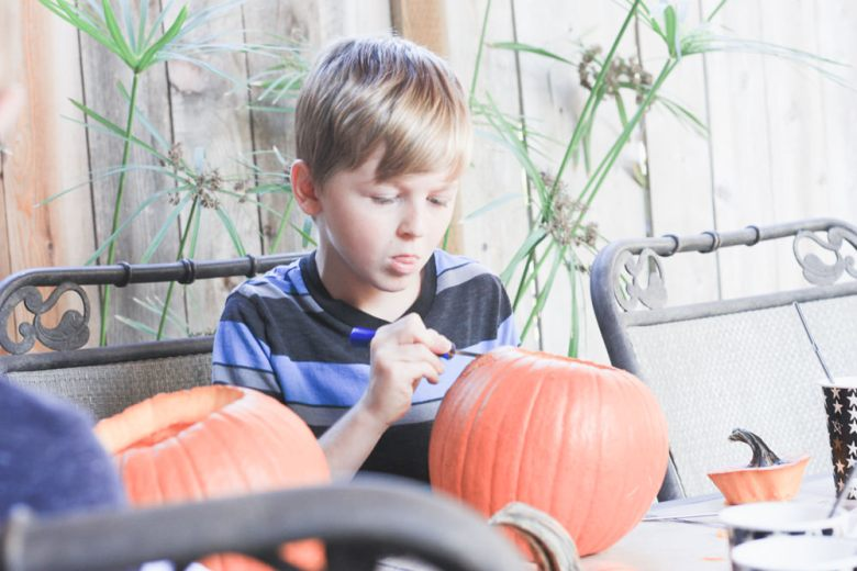 pumpkin carving party | meg marie wallace | 2017 | family | fall party