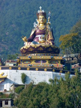 Statue of Guru Rinpoche in Tso Pema (Rewalsar)