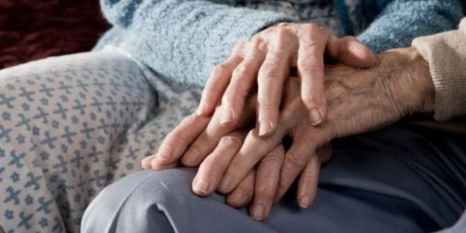 Cet-homme-âgé-de-99-ans-divorce-de-sa-femme-car-il-découvre-qu'elle-l'à-trompé-il-y-70-ans-725x375