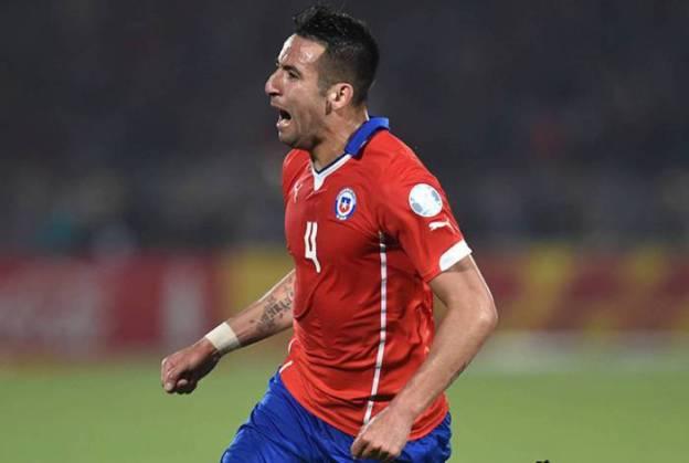 Maurício Isla tem 115 jogos oficiais pela seleção do Chile