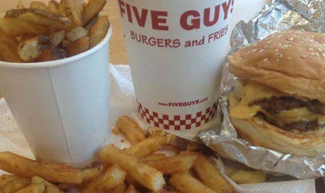 棕榈泉奥特莱斯附近吃饭 Five Guys 汉堡薯条