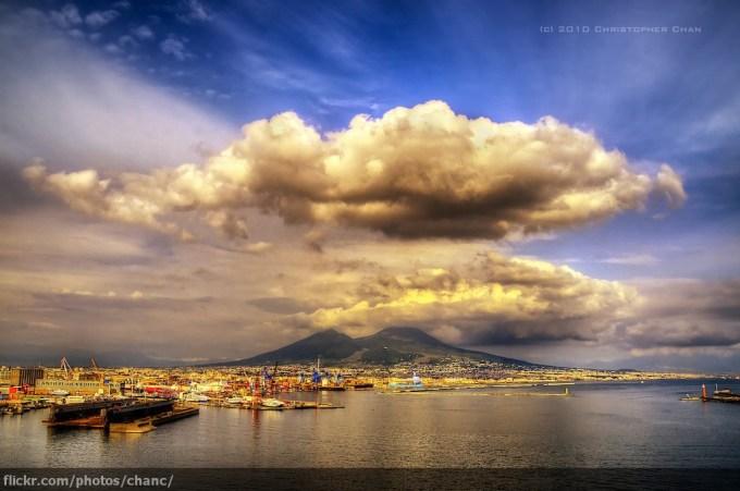那不勒斯海湾 (Baia di Napoli) 和维苏威火山(Monte Vesuvio)