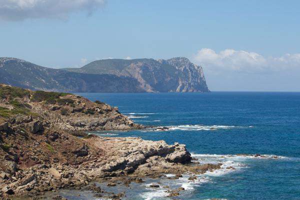 阿尔盖罗(Alghero)附近的卡恰角(Capo Caccia)