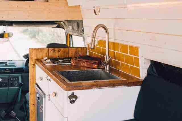 Camper Interview Vanlife LTD Convoy minibus küche