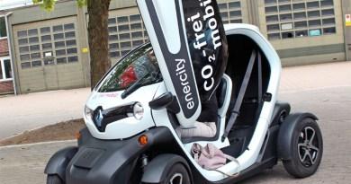 Elektroauto Renault Twizy in Hannover mit offender Tür