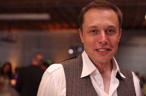 Elon Musk ist der CEO (Geschäftsführer) vom Elektroautohersteller Tesla Motors. Bildquelle: Brian Solis (FlickR: Brian Solis: http://www.flickr.com/photos/50698336@N00/2685130533)