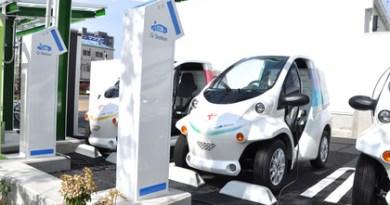 """Hier sieht man einen Teil der Stromtankstelle mit der Bezeichnung """"Smart Mobility Park"""", hier können bis zu 5 Elektroautos gleichzeitig aufgeladen werden. Bildquelle: Toyota"""