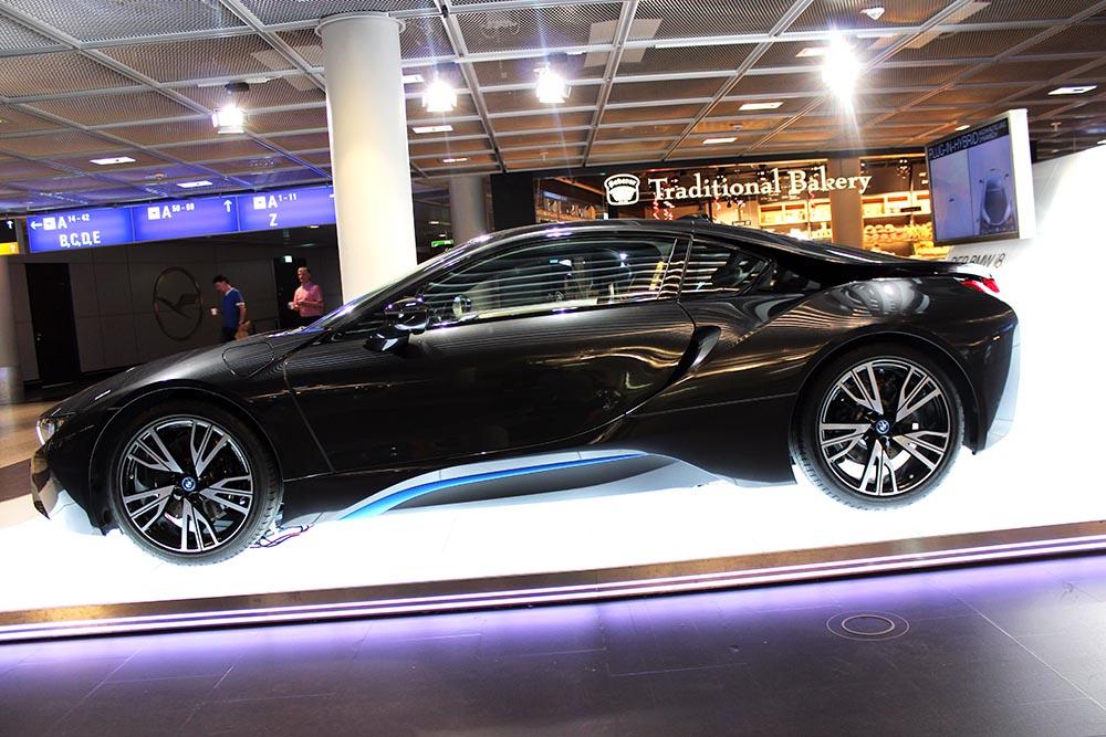 und BMW arbeiten am kabellosen Aufladen von Elektroautos