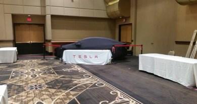 Das Elektroauto Tesla Model S bei der Def Con. Bildquelle: http://www.reddit.com/user/dedphoenix