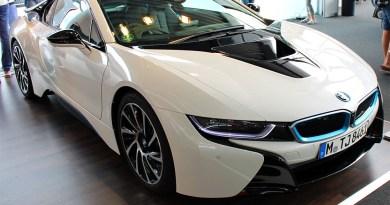 Plug-In Hybridauto BMW i8 auf der Formula Student 2014