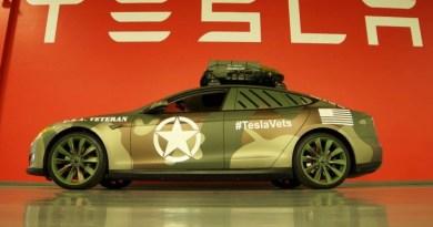 Elektroauto Tesla Model S im Militärlook. Bildquelle: Tesla Motors