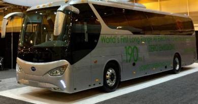 Elektro-Reisebus BYD C9. Bildquelle: BYD
