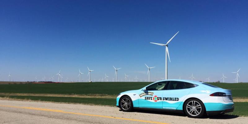 Ben & Jerrys setzen das Elektroauto Tesla Motors als Eiswagen ein. Bildquelle: Ben & Jerrys