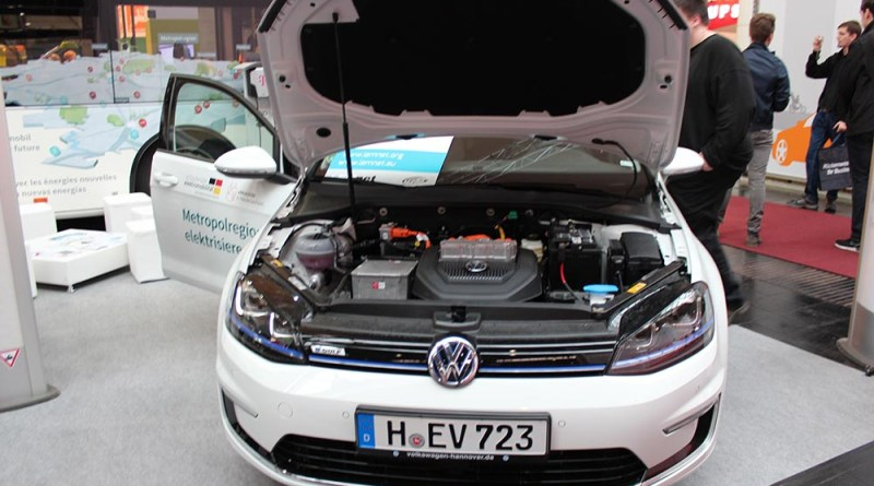Das Elektroauto VW e-Golf auf der Cebit.