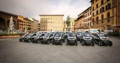 Das Elektroauto Renault Twizy wurde über 15.000 mal verkauft. Hier sieht man ein paar Einheiten des Twizy in Florenz. Bildquelle: Renault