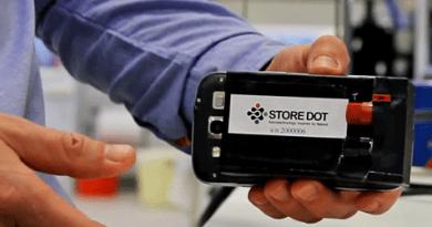 Dies ist die Smartphonebatterie, 7.000 solcher Zellen werden in der Batterieeinheit für Elektroautos eingesetzt. Bildquelle: StoreDot