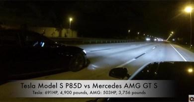 Elektroauto Tesla Model S P85D Versus Mercedes AMG GT S. Bildquelle: Youtube.com/DragTimes