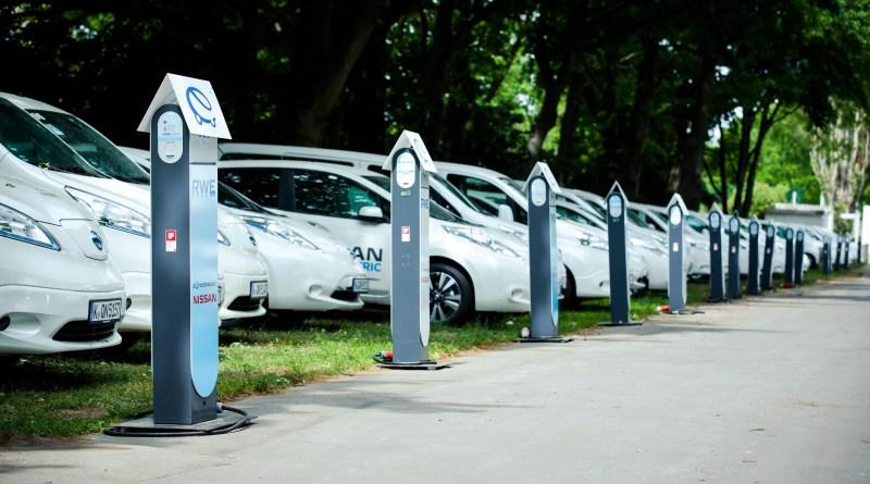 Hier sieht man die Elektroautos Nissan Leaf und e-NV200. e-Roaming Berlin zum UEFA Champions-League Finale 2015. Bildquelle: Nissan