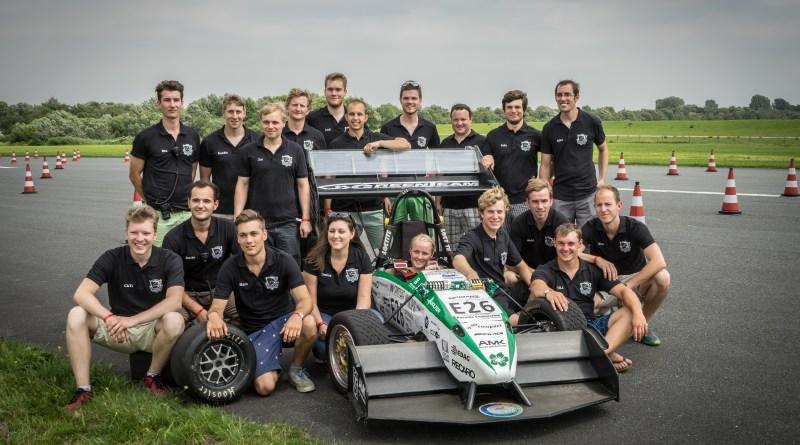 Das Greenteam der Universität Stuttgart mit dem Elektrorennwagen E0711-5. Bildquelle: http://www.greenteam-stuttgart.de/