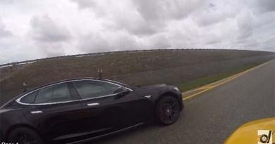 Drag Race Video Elektroauto Tesla Model S P85D Versus McLaren 650S. Bildquelle: Screenshot Youtube.com, User: DragTimes