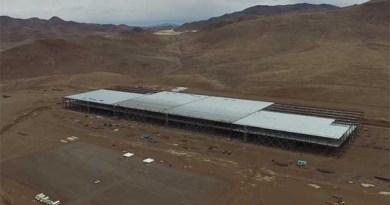 Der Youtuber Above Reno hat die Gigafactory von Tesla Motors im September 2015 mit Hilfe eines Quadcopters gefilmt. Bildquelle: Youtube.com/Above Reno