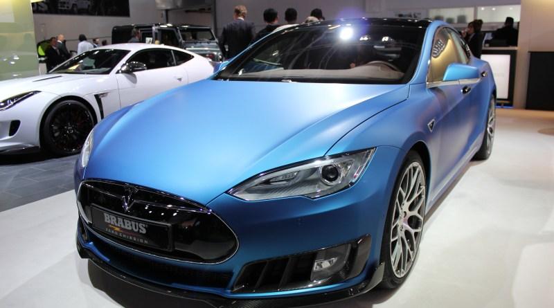 Brabus hat das Elektroauto Tesla Model S P90D mit einer Folie überzogen.