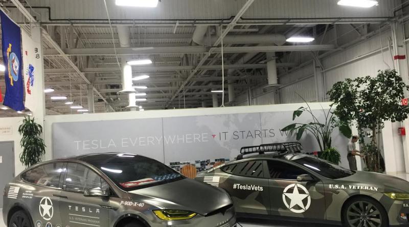 Elektroauto Tesla Model X im Militär-Design. Das Model S stammt aus dem Jahr 2014. Bildquelle: Insideevs.com