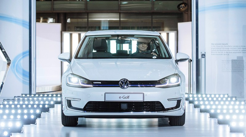Das Elektroauto VW e-Golf 2017 wird ab den April 2017 in Dresden produziert, die Reichweite der neuen Golf-Version liegt bei 300 Kilometer. Bildquelle: VW AG