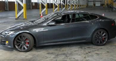 In diesem Video sieht man das Elektroauto Tesla Model S P100D in 4k. Bildquelle: Marques Brownlee / Youtube.com