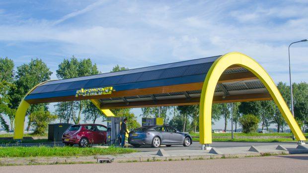 So sieht eine Stromtankstelle von Fastned für Elektroautos aus. Foto: Roos Korthals / Fastned
