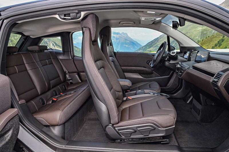 Elektroauto BMW i3s Interieur von der Beifahrerseite aus. Bildquelle: BMW